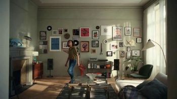 Command Picture Hanging Strips TV Spot, 'Musical Walls' Song by Mama Haze - Thumbnail 9