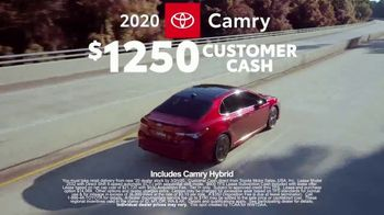 2020 Toyota Camry TV Spot, 'Road Trip: Seafood' Featuring Danielle Demski, Ethan Erickson [T2] - Thumbnail 6