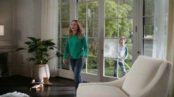 La-Z-Boy Double Discount Days TV Spot, 'Not Surprised by Much' Featuring Kristen Bell - Thumbnail 5