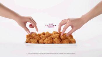 Chick-fil-A Nuggets TV Spot, 'María y Gerardo' [Spanish] - Thumbnail 9