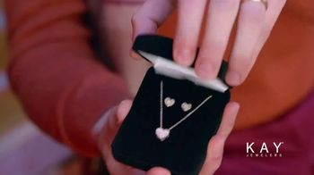 Kay Jewelers Friends & Family Event TV Spot, 'Valentine's Day: Win Her Heart' - Thumbnail 7