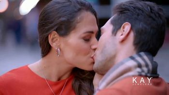Kay Jewelers Friends & Family Event TV Spot, 'Valentine's Day: Win Her Heart' - Thumbnail 8