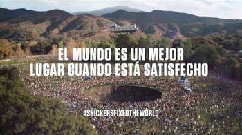 Snickers TV Spot, '#SnickersFixTheWorld: Coffee Name' con Luis Guzmán [Spanish] - Thumbnail 10