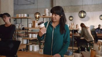 Snickers TV Spot, '#SnickersFixTheWorld: Coffee Name' con Luis Guzmán [Spanish] - Thumbnail 4