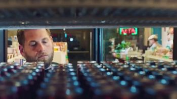 Coca-Cola Energy TV Spot, 'Llegar' con Martin Scorsese, Jonah Hill [Spanish] - Thumbnail 7