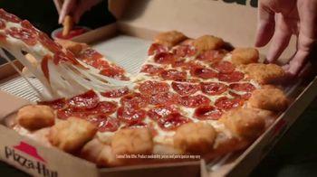 Pizza Hut Mozzarella Poppers Pizza TV Spot, 'Appetizer + Pizza' - Thumbnail 6