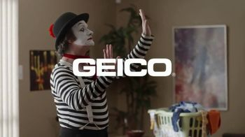GEICO Renters Insurance TV Spot, 'A Mime Helps with the Chores' - Thumbnail 8
