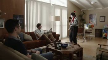 GEICO Renters Insurance TV Spot, 'A Mime Helps with the Chores' - Thumbnail 7