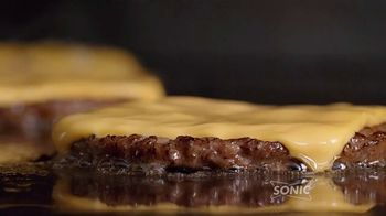 Sonic Drive-In Patty Melt TV Spot, 'Invencible' [Spanish] - Thumbnail 4