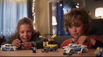 LEGO TV Spot, 'Zoe and David: Pizza Van Police Chase' - Thumbnail 9