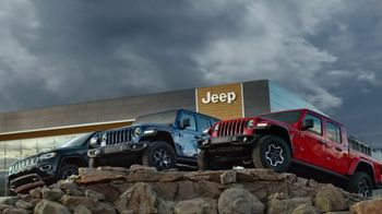 Jeep Black Friday Sales Event TV Spot, \'Large\' Song by Confetti [T2]