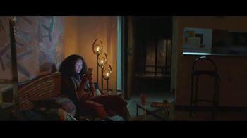 Apple iPhone TV Spot, 'Privacidad: así de sencillo' canción de Dustin O'Halloran [Spanish] - Thumbnail 6
