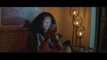 Apple iPhone TV Spot, 'Privacidad: así de sencillo' canción de Dustin O'Halloran [Spanish] - Thumbnail 7
