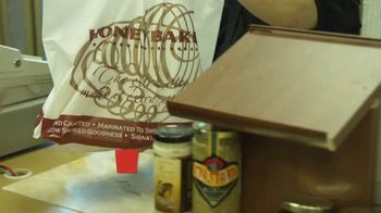 The HoneyBaked Ham Company, LLC TV Spot, 'This Thanksgiving: Next Day Delivery' - Thumbnail 8