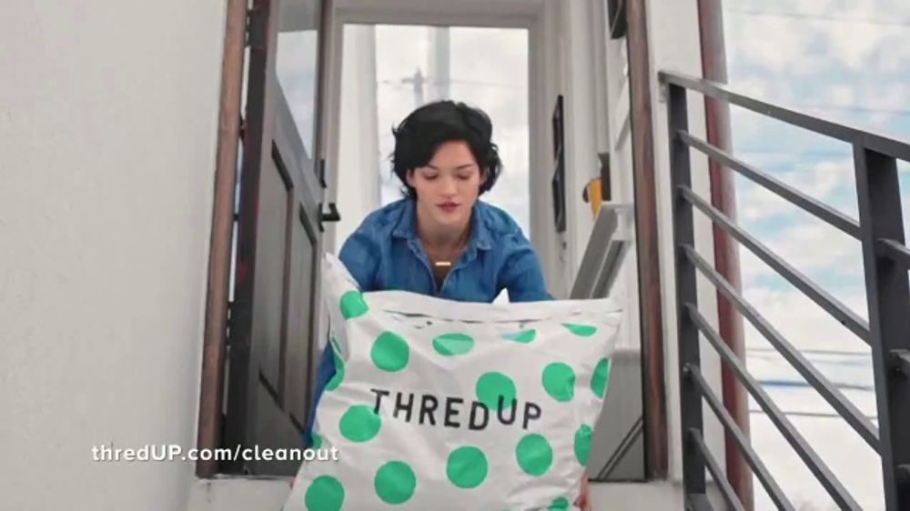 thredUP TV Commercial, 'Free Cleanout Kit'