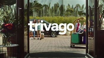 trivago TV Spot, 'Two Families, Two Prices' - Thumbnail 1
