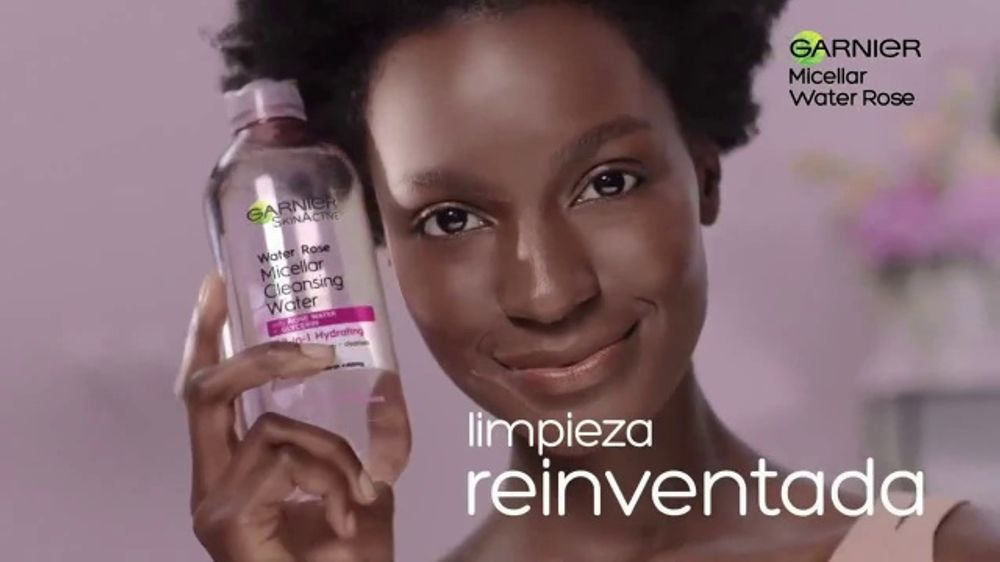 Garnier SkinActive Water Rose Micellar Cleansing Water TV Commercial, 'Limpiar y quitar'