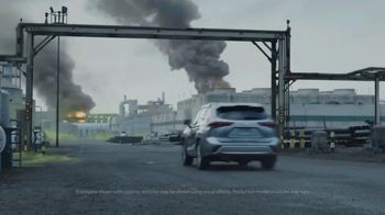 2020 Toyota Highlander TV Spot, 'Heroes' Featuring Cobie Smulders [T1] - Thumbnail 2
