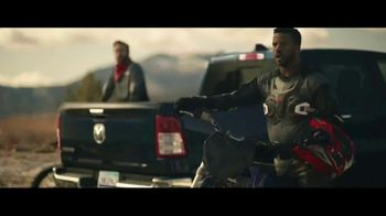 GMC Sierra TV Spot, 'Jaw Drop: Bear' [T1] - Thumbnail 4
