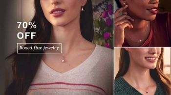 Macy's Valentine's Day One Day Sale TV Spot, 'Jewelry and Fragrance' - Thumbnail 5