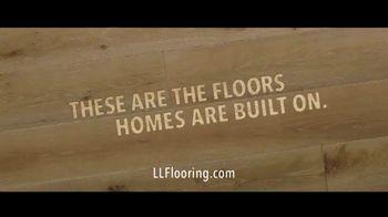 Lumber Liquidators TV Spot, 'Transform Your Home: Bellawood and Vinyl' Song by Electric Banana - Thumbnail 9