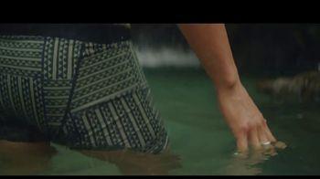 Manaola TV Spot, 'Hawaiian Fashion' - Thumbnail 4