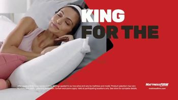 Mattress Firm Cyber Monday Sale TV Spot, 'King For Queen: Weighted Blanket' - Thumbnail 2