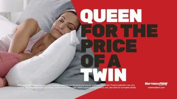 Mattress Firm Cyber Monday Sale TV Spot, 'King For Queen: Weighted Blanket' - Thumbnail 3