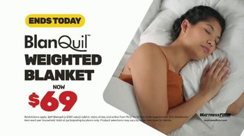 Mattress Firm Cyber Monday Sale TV Spot, 'King For Queen: Weighted Blanket' - Thumbnail 7