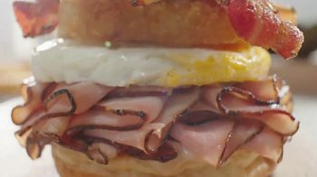 Arby's Brunch Sandwiches TV Spot, 'Flavors and Dinner Proportions'' - Thumbnail 2