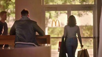 McDonald's Snickerdoodle McFlurry TV Spot, 'Enjoy the Holidays' - Thumbnail 8