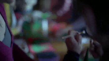 Facebook Groups TV Spot, 'Mama Claus' - Thumbnail 6