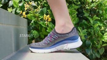 SKECHERS Arch Fit TV Spot, 'Stress on Our Feet' - Thumbnail 7