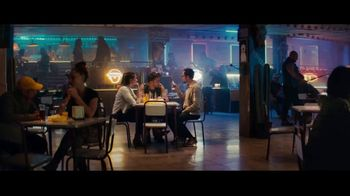 Sprint TV Spot, 'Holidays: Roadside Bar: Galaxy S10' con Prince Royce [Spanish] - Thumbnail 1