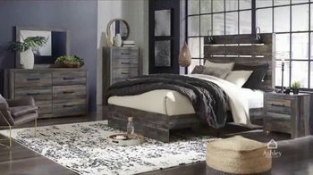 Ashley HomeStore Black Friday TV Spot, 'Final Days: Queen Panel Bed' Song by Midnight Riot - Thumbnail 3