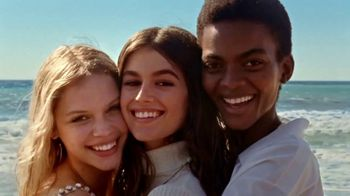 Marc Jacobs Daisy TV Spot, 'Nothing Can Stop Us' Featuring Kaia Gerber Song by Saint Etienne - Thumbnail 5