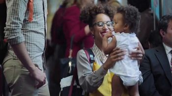 Huggies Little Movers TV Spot, 'Metro' [Spanish] - Thumbnail 6