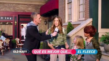 Old Navy TV Spot, '¿Qué es mejor que fleece?: 30 por ciento' con Neil Patrick Harris, Billy Eichner [Spanish] - Thumbnail 4