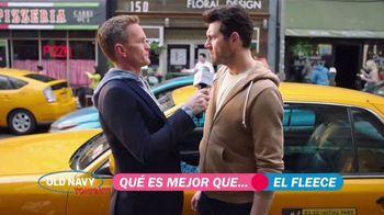 Old Navy TV Spot, '¿Qué es mejor que fleece?: 30 por ciento' con Neil Patrick Harris, Billy Eichner [Spanish] - Thumbnail 6