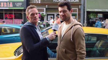 Old Navy TV Spot, '¿Qué es mejor que fleece?: 30 por ciento' con Neil Patrick Harris, Billy Eichner [Spanish] - Thumbnail 7