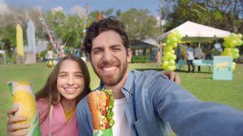Subway TV Spot, 'Compra un Footlong y llévate otro gratis' [Spanish] - Thumbnail 3