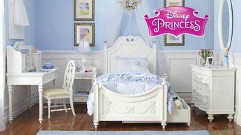 Rooms to Go Kids Venta de Aniversario TV Spot, 'Dormitorio de Disney Princess' canción de Junior Senior [Spanish] - Thumbnail 2