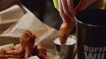 Buffalo Wild Wings TV Spot, 'March Madness: Celebrating' - Thumbnail 8
