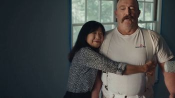 Benjamin Moore TV Spot, 'See the Love: He Loves This' - Thumbnail 7