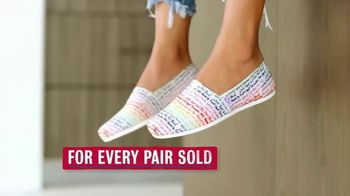 Bobs From SKECHERS TV Spot, 'Pets Saved' - Thumbnail 5