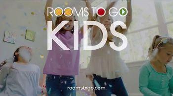 Rooms to Go Kids Venta de Anivesario TV Spot, 'Dormitorio' cancion de Junior Senior [Spanish] - Thumbnail 5