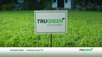 TruGreen TV Spot, 'Aliens: 50 Percent Off First Service' - Thumbnail 6