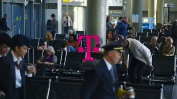 T-Mobile TV Spot, 'Holidays: Flight Delayed: BOGO Galaxy S10 or Note S10' - Thumbnail 1