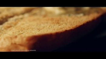 Subway Ultimate Cheesy Garlic Bread Collection TV Spot, 'The Gift That Keeps on Tasting' - Thumbnail 4