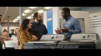 Aaron's TV Spot, 'Espiritu navideño' [Spanish] - Thumbnail 7